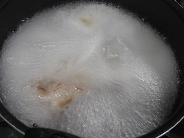 水で煮ているは、すぐに灰汁はそんなに出ませんでした