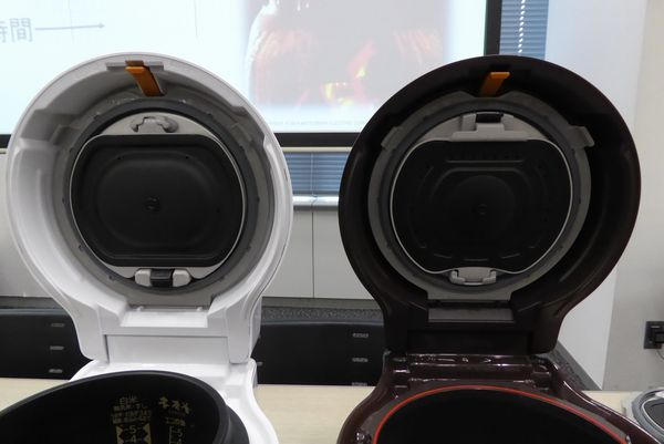 左が新モデル、右が旧モデル。内蓋の形状が違いますね