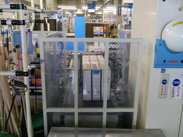印刷する機械です。外箱に型番などが刻印されます