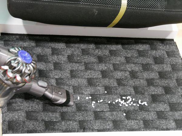 床はハードブラシでゴシゴシこすれる
