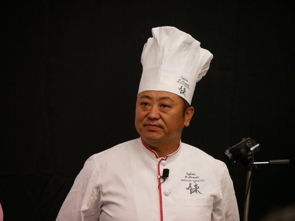 四川飯店グループの総料理長の菰田欣哉さん