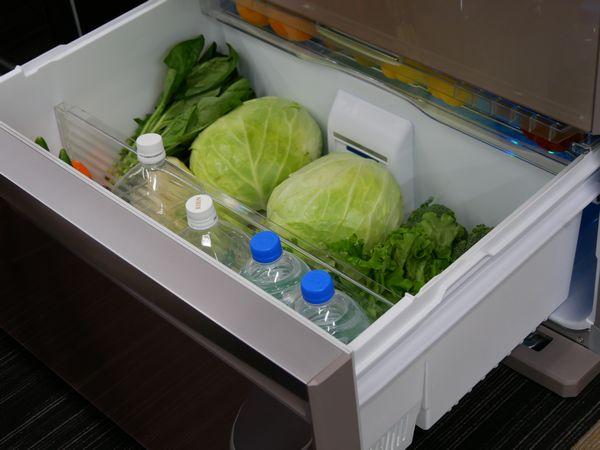 一見、それほど変わったように見えない野菜室ですが……